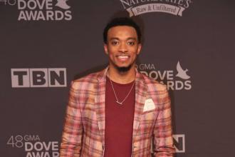 jonathan-mcreynolds-dove-awards-2017