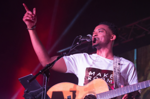 "Jonathan McReynolds Debuts Video For ""Not Lucky, I'm Loved"" & Hosts ""Life Room Talk"" Session [VIDEO]"